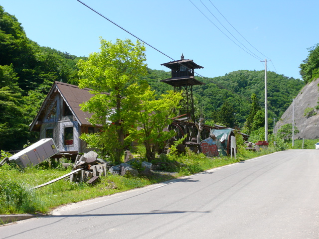 Buildings on route 13